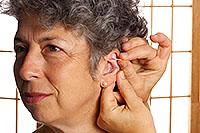 Akupunktur an Nervenenden am Ohr