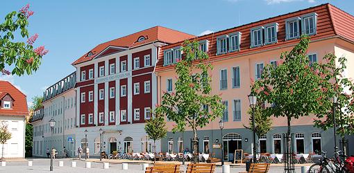 Platz vorm Kulturhotel Fürst Pückler