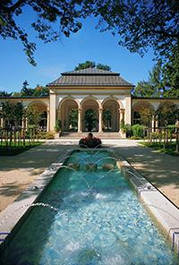 Säulenwandelhalle Bad Steben mit Wasser