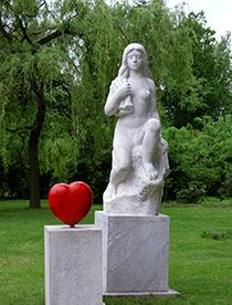 Herz-Dame im Kurpark von Podebrady