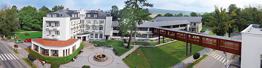 Panorama vom Hotel Grand Bad Belohrad mit Bademantelgang