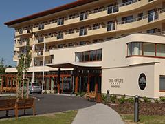 Eingang zum Hotel Tree of Life