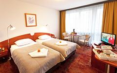 Blick in ein Zimmer mit Flachbild-TV Kurhaus Bryza