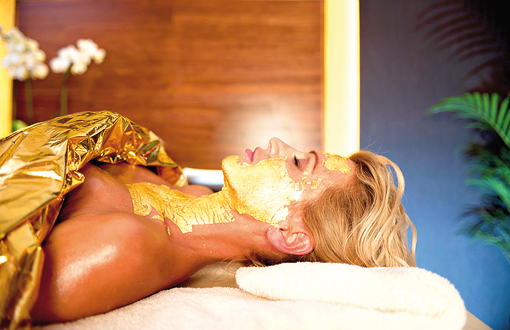 Wellness-Anwendung mit Gold