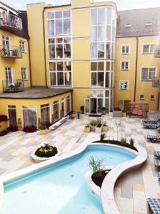 hotel-bajkal-hof-mit-pool