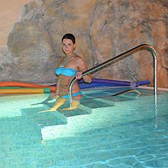 Einstieg via Treppe ins Schwimmbecken Hotel Brussel