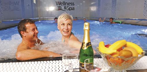 Wohlfühlen im Schwimmbad des Hotels Kriváň Karlsbad