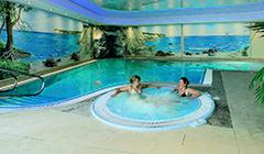 2 Frauen im Whirlpool