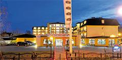Abends beleuchtetes Hotel Lidia Spa in Rügenwaldermünde