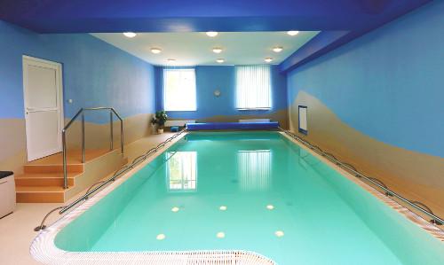 Renovierte Schwimmhalle im Franzensbader Kurhotel Palace 1
