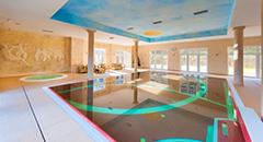 Klinika Mlodosci Blick zum Schwimmbecken
