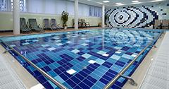 Blick aufs Schwimmbecken des Hotels Imperial
