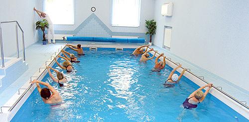 Gymnastik im Schwimmbecken des Hotels Palace I Franzensbad