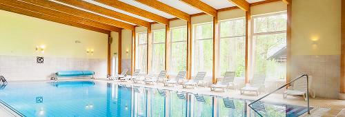 Das Millennium-Schwimmbecken hat einen Treppeneinstieg
