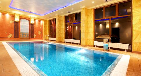 Kleines Schwimmbad im Hotel Villa Rezydent