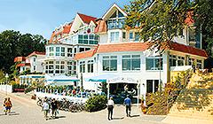 Außenansicht Strandhotel Seerose Kölpinsee