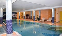 Blick zum Schwimmbecken Strandhotel Seerose Kölpinsee