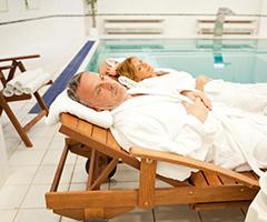 Relaxen am Bassin im Spa-Hotel Vltava
