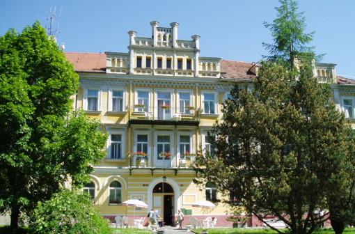 Kurhotel Luisa am Franzensbader Kurpark (Vorderansicht)
