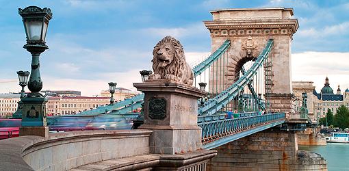 Wahrzeichen Budapester Brücke