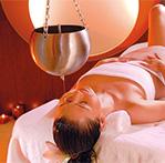 Wellness-Anwendung mit Aromaöl im Hotel Sand
