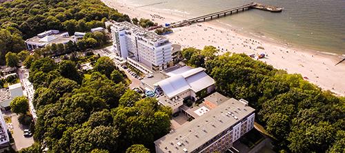 Vogelperspektive beide Häuser des Hotels Baltyk Kolberg