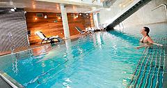 Relaxen im Schwimmbassin im Hotel Sand Kolberg