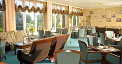 Angenehmes Ambiente im Café des Wellness-Hotels Kormoran