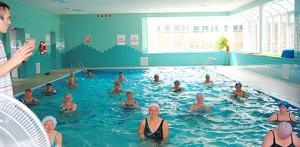 Wassergymnastik im Solebad des Sanatoriums San Kolberg