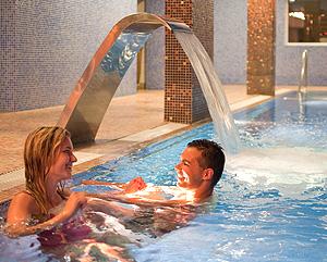 Paar badet im Spa Baginsky & Chabinka Misdroy