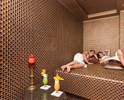 Relaxendes Paar im Wellness-Hotel Lambert