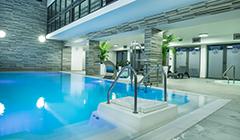 Treppen-Einstieg ins Schwimmbad
