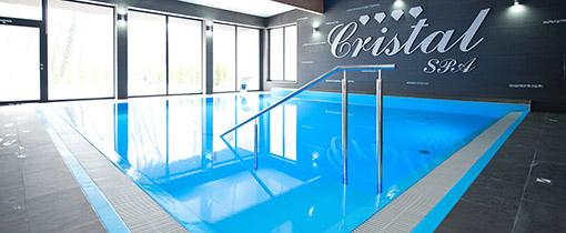 Schwimmbecken mit Treppenzugang