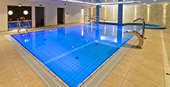 Schwimmbecken im Hotel Mona Lisa