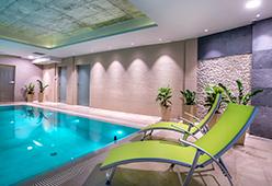 Sizgelegenheiten am Schwimmbecken des West Baltic Resorts