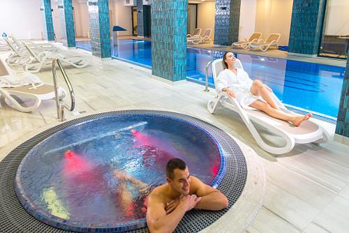 Relaxen im Schwimmbad des Hotels Ewerdin