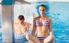 Im Schwimmbad des Hotels Ewerdin