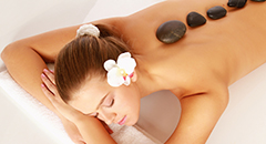 Hot-stone-Wellnessanwendung