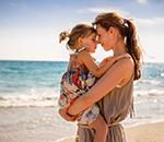 Mutter und Kind an der Ostsee