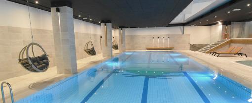 Schwimmbecken des Hotels Shuum