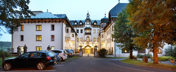 Eingang des Chateau Monty Spa Resorts
