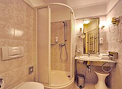 Bad der Zimmerkategorie 1a im Hotel Radium Palace