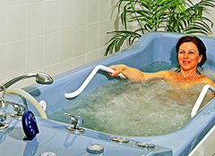 Bad in der Kurabteilung des Marienbader Hotels Flora
