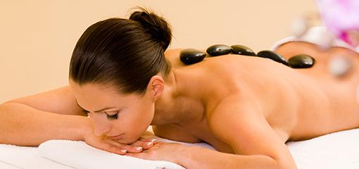 kleine Hot-stone-Massage für den Rücken