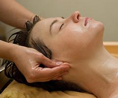 Massage mit aromatischem Öl