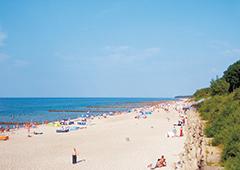 Ostseestrand des polnischen Ustronie Morskie im Sommer