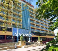 Eingang zum Kolberger Hotel Ikar Centrum
