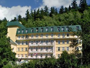 Vorderansicht des Marienbader Hotels Vltava