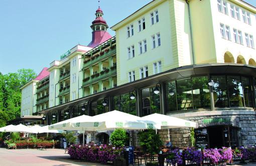 Das zentrale Kurhaus Wielka Pieniawa befindet sich in der anchbarschaft der Villa