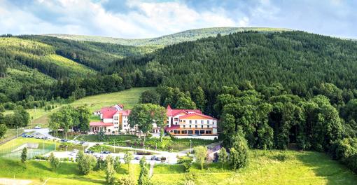 Das Medical-Spa-Hotel Malinowy Dwór liegt wunderschön im Isergebirge